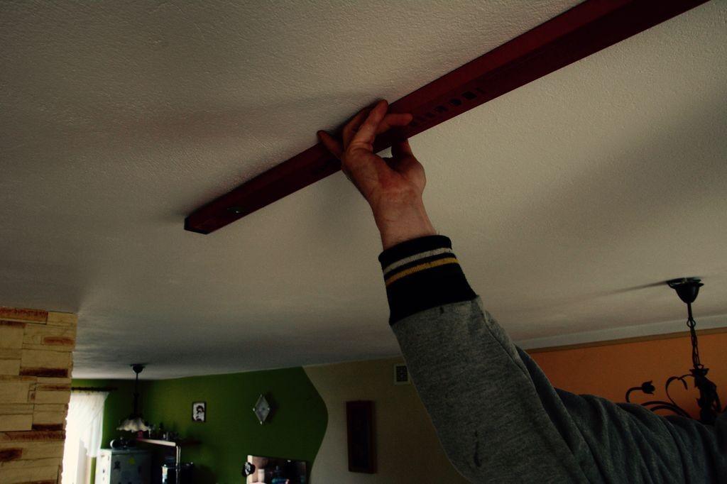 Pomiar sufitu do montażu podnośnika sufitowego