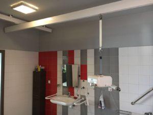 system szyn w toalaecie